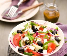 Sałatka grecka z dressingiem z serem feta