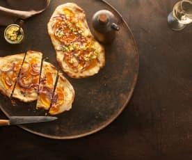 Kürbis-Flammkuchen mit Apfel-Kräuter-Häckerle