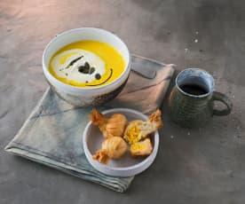 Kürbissuppe mit gebackener Kürbispraline