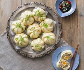 Bao di maiale con uova di quaglia (Banh bao)