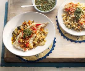 Marinierte Fischfilets mit Sauce und Couscous-Salat