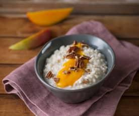 Hafermilchreis mit Mangopüree (vegan)