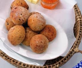 Bollos dulces de espelta con fruta seca