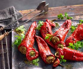 Špičaté papriky na gril plněné masovo-sýrovou směsí