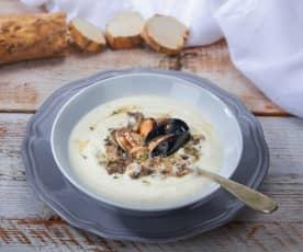 Zuppa bianca di frutti di mare al rafano e funghi