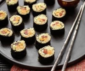 Sushi z komosy ryżowej i batatów