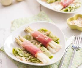 Ażurowe naleśniki ziołowe ze szparagami i szynką
