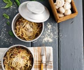 Fettuccini com tomate seco e cogumelos