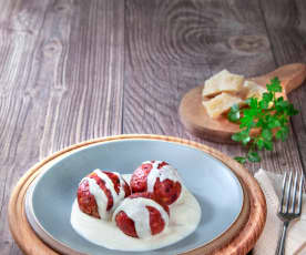 Canederli alle barbabietole con salsa al Parmigiano reggiano