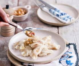 Pierogi z farszem z surowych ziemniaków i boczku