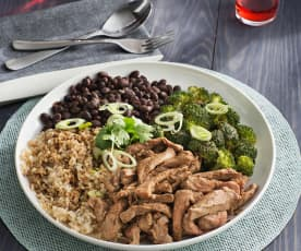 Solomillo de cerdo con arroz, judías y brócoli