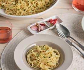 Espaguetis con ajo, aceite y guindilla