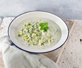 Zucchini-Tsatsiki mit Minze