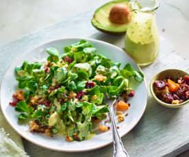 Avocadosalat mit Cranberrys und Walnüssen