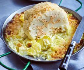 Gefüllter Blumenkohl mit Fisch, Kartoffeln und Currysauce