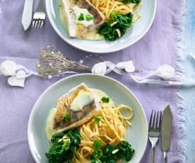 Candát se špenátem, linguine a omáčkou beurre blanc