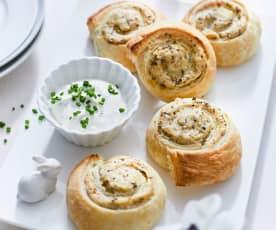 Kartoffelschnecken mit Taleggio und Schnittlauch-Dip