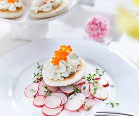 Kaviar-Frischkäsecreme mit Kresse-Radieschensalat