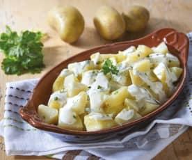 Pommes de terre et sauce au yaourt