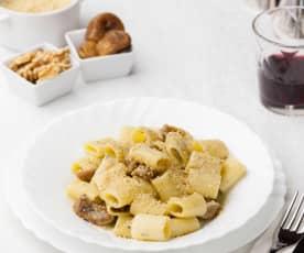 Mezze maniche con noci, gorgonzola e fichi secchi