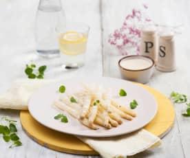 Białe szparagi z jogurtowym sosem à la holenderskim