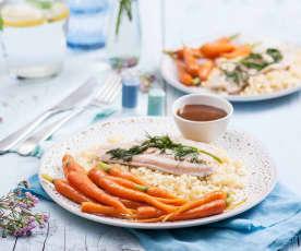 Pstrągi na parze z kaszą bulgur, młodą marchewką i sosem balsamicznym