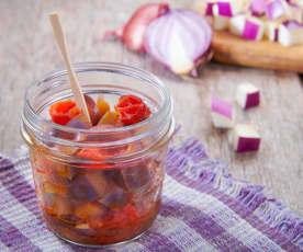 Contorno di melanzane, cipolle e pomodori