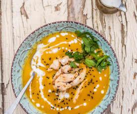 Thajská mrkvová polévka s kuřecím masem