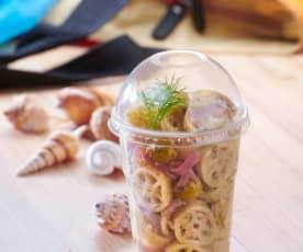 Insalata di pasta con tonno affumicato, finocchi e olive