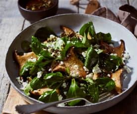 Feldsalat mit gebratenen Kräuterseitlingen und Kürbiskerndressing