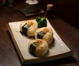 烤魩仔魚飯糰