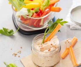 Koriander-Chili-Dip mit Gemüsesticks