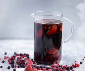 Sangria tinta de ameixa e frutos vermelhos