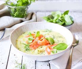 Grüne Kartoffelsuppe mit Lachs