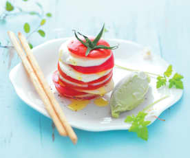 Carpaccio tomate-mozzarella et glace avocat-basilic
