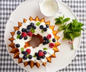 Bolo de iogurte, limão e baunilha com cobertura de iogurte