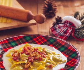 Tortelli con fonduta di Parmigiano, pancetta e noci
