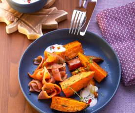 Süßkartoffel-Wedges mit Sauerrahm und Lachs