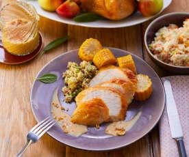 Truthahn mit Corn Bread Stuffing, Maiskolben und Coleslaw