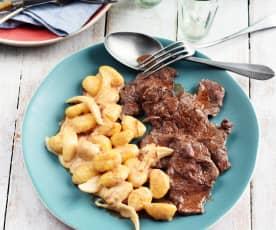 Bœuf aux oignons, paprika et gnocchis