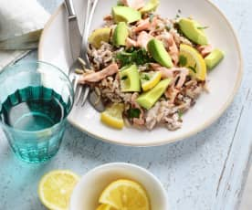 Salade de riz au saumon, avocat et tarama