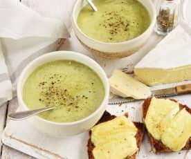 Soupe poireaux, brie et pommes de terre
