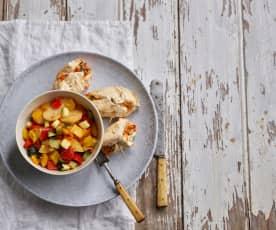 Peitos de frango recheados com legumes e batatas