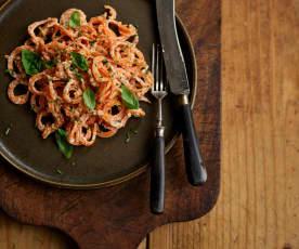 Noodles de batata-doce com molho de caju