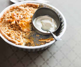 Crumble pie aux pommes, coings et noisettes