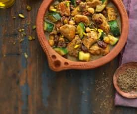 Tajine de poulet aux oignons confits, raisins secs et pistaches