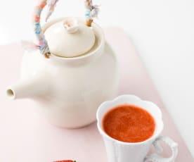 Chá fresco de morangos