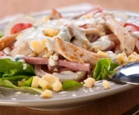 Zeleninový salát s kuřecími prsy a hořčičným dresinkem