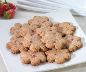 Biscotti leggeri con fragola e nocciole