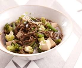 Nouilles soba aux légumes et tofu